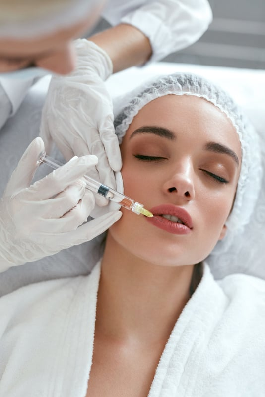 lip injection to plump up thinning lips