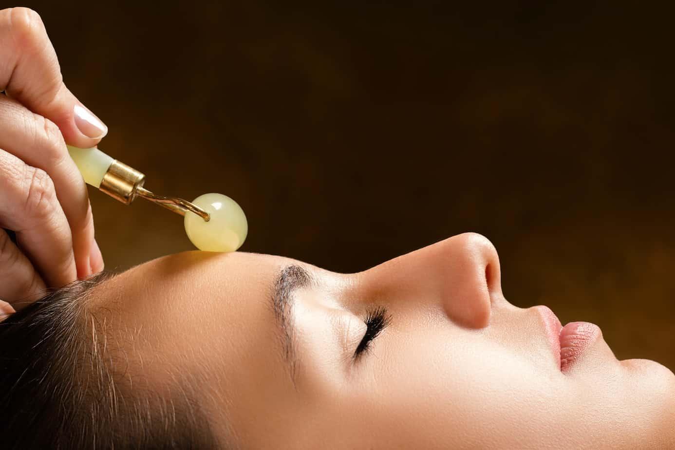benefits of jade rolling collagen boosting
