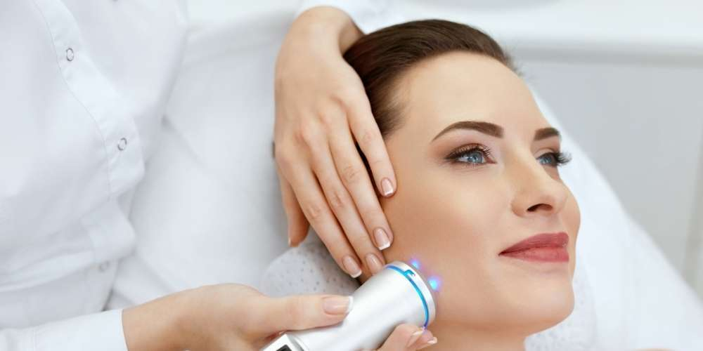 benefits of red and blue light therapy acne